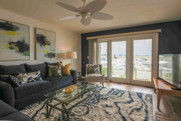 Enjoy Sunset Views Over the Bohicket River & Marina!  Community Pool.  Walk to R, holiday rental in Hollywood