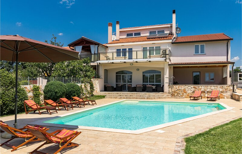 Stunning home in Pula with WiFi and 6 Bedrooms (CIP499), holiday rental in Galizana