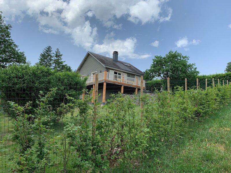 Charme à Vencimont - met sauna en hottub -omheinde tuin, holiday rental in Louette-St-Pierre