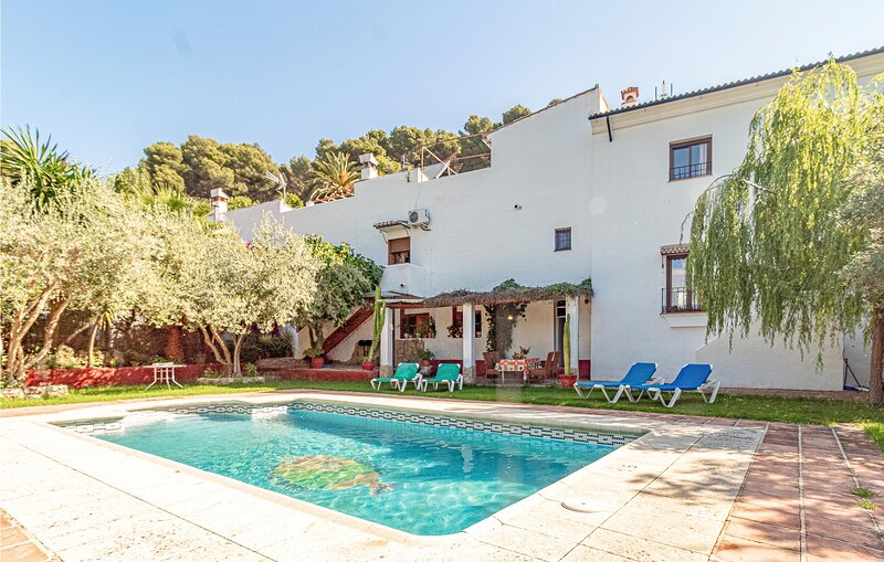 Stunning home in Montecorto with WiFi and 3 Bedrooms (EAC149), location de vacances à Grazalema