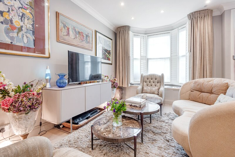Flawless Fulham Home close to the River Thames by UnderTheDoormat, vacation rental in Hounslow