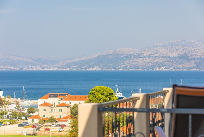 Beautiful stone house -  Brač - two suites for 10 people, holiday rental in Postira