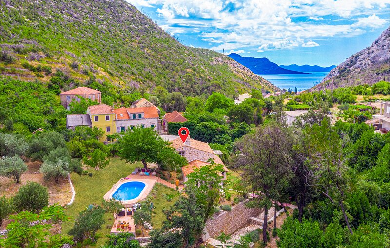 Amazing home in Trstenik with Jacuzzi, WiFi and 2 Bedrooms (CDP200), holiday rental in Trstenik