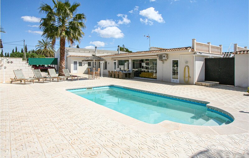 Nice home in Crevillente with WiFi and 3 Bedrooms (EBL913), holiday rental in Hondon de los Frailes