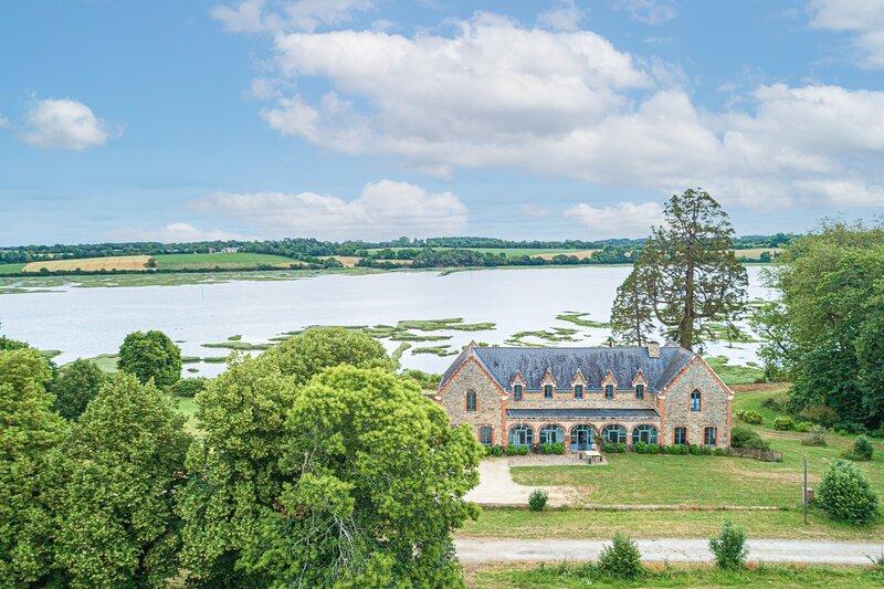 Le Manoir de Plessis Kaer - Lieu exceptionnel avec vue sur la rivière d'Auray, holiday rental in Sainte-Anne-d'Auray