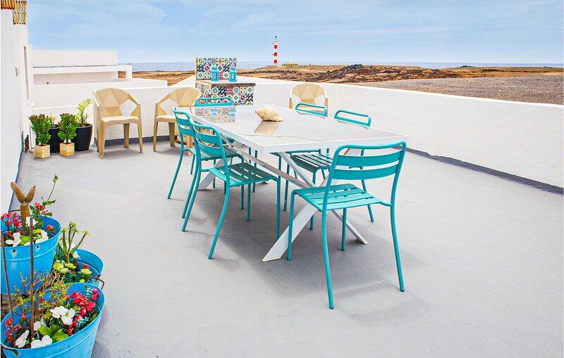 Stunning apartment in Punta de Abona with WiFi and 4 Bedrooms (ETE444), holiday rental in Poris de Abona