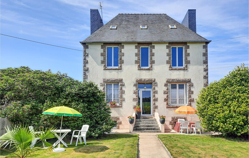 Awesome home in Ploujean with 3 Bedrooms (FBF042), location de vacances à Plouigneau