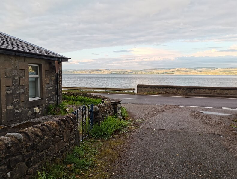 Argyll Self Catering holidays. An Iconic Cottage by Scottish Loch & Waterfall, holiday rental in Kintyre Peninsula