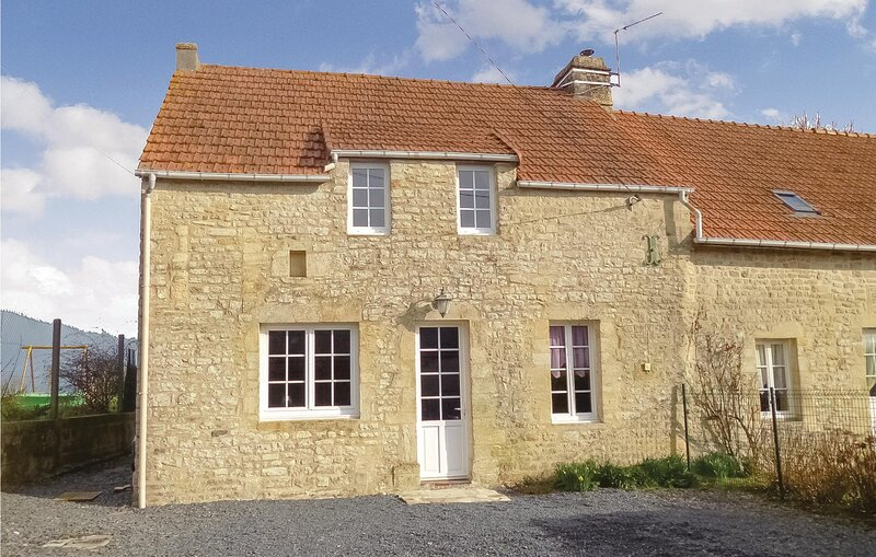 Amazing home in Englesqueville Percee with WiFi and 3 Bedrooms (FNC003), holiday rental in Vierville-sur-Mer