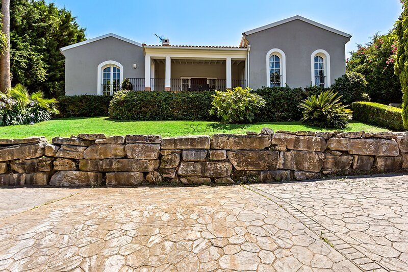 Villa Fatiga, vacation rental in Pueblo Nuevo de Guadiaro