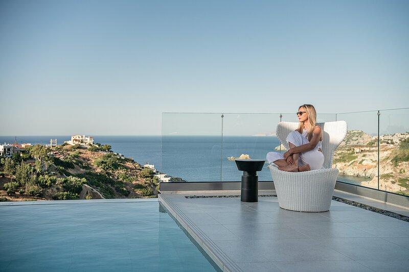 Brand New Lux Kokomo Villa Aura w/ Private Pool, close to the beach & amenities, holiday rental in Agia Pelagia