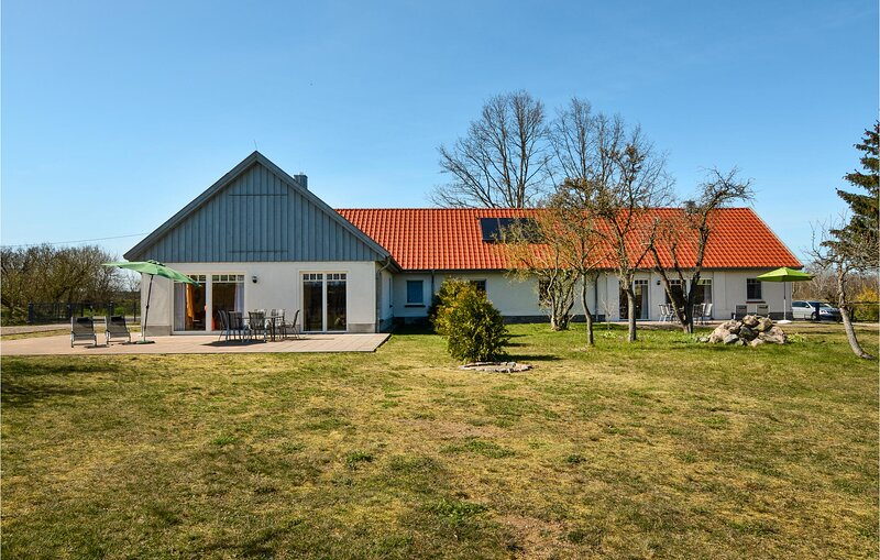 Beautiful home in Settin with 3 Bedrooms (DMV219), holiday rental in Schwerin