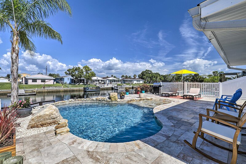 NEW! Port Richey Canalfront Cottage w/ Dock & Slip, holiday rental in Elfers