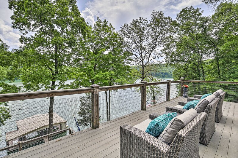 NEW! Inviting Family Abode w/ Dock on Norris Lake!, casa vacanza a Oliver Springs