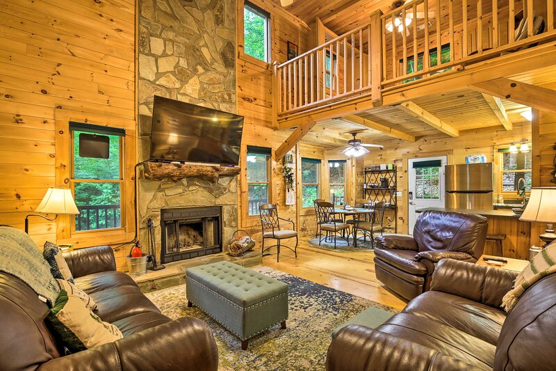 NEW! Blairsville Cabin w/ Fire Pit Near 2 Lakes!, holiday rental in Young Harris