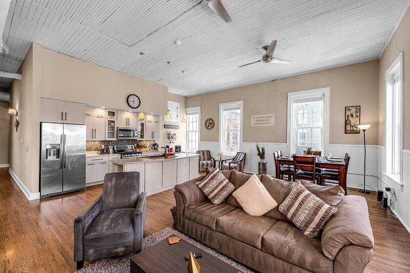 Newly Renovated Apartment in Downtown Greensboro, casa vacanza a Greensboro