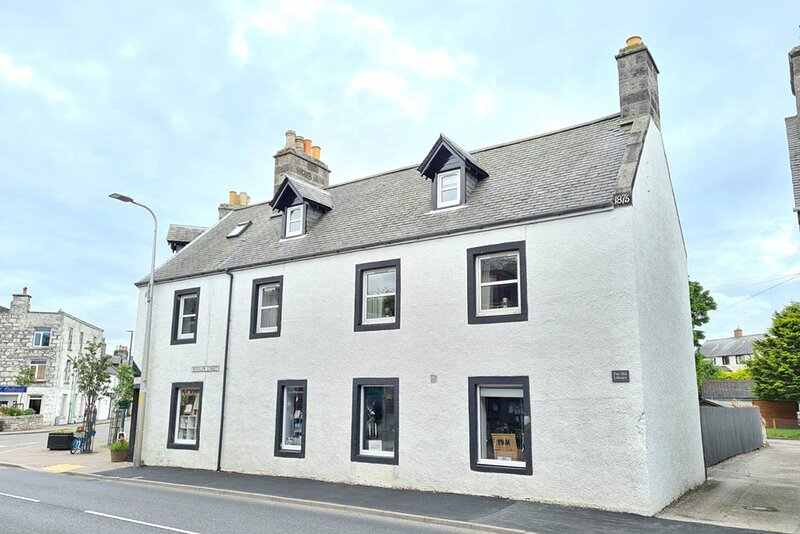 Townhouse on the NC500 route, close to restaurants and bar, holiday rental in Golspie