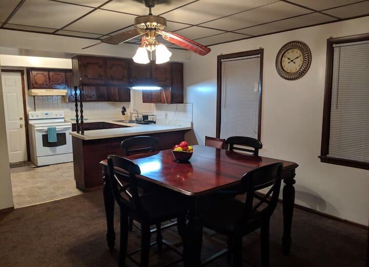 Long Street White House, holiday rental in Blacklick