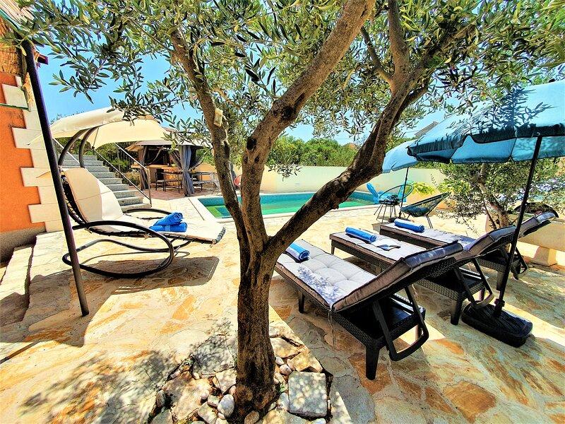 Villa Spark **** with pool in Rogoznica / Zečevo, holiday rental in Rogoznica