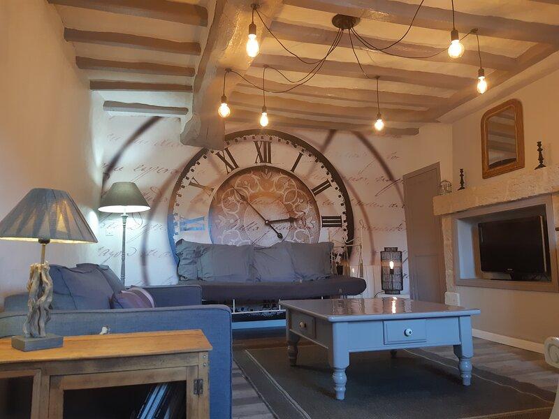 Gite de charme a Doue la Fontaine 49700, holiday rental in Noyant-la-Plaine