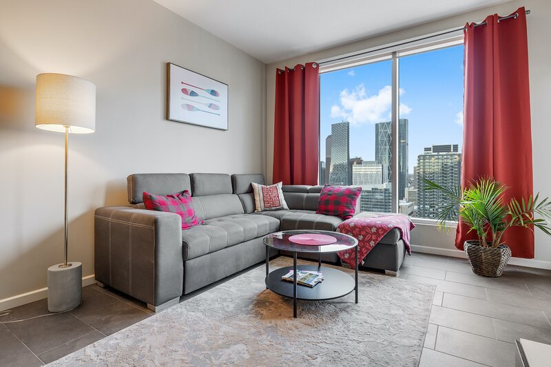 Simply Comfort. Unbelievable View 2BR 2BA Penthouse. Free park, holiday rental in Chestermere