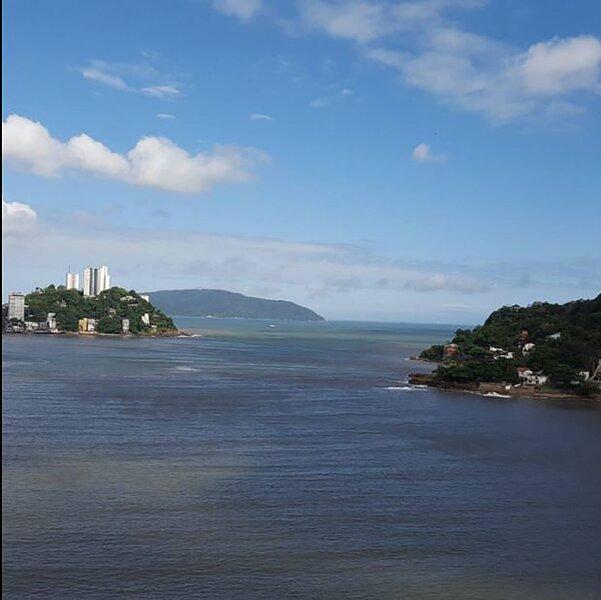 Kitnet beira-mar e com linda vista em São Vicente, holiday rental in Sao Vicente