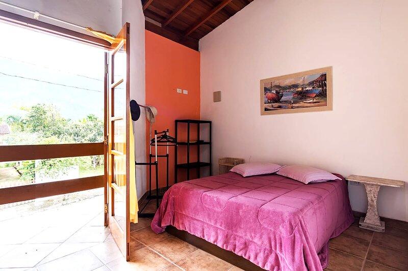 Casa na praia em condomínio fechado com lazer, vacation rental in Caraguatatuba