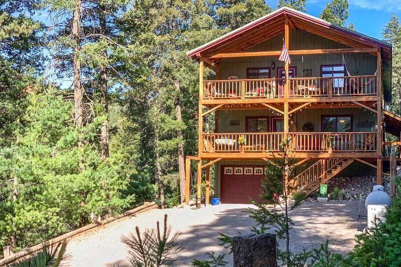 Mystic Forest Lodge w/ Superb Vistas & Media Room!, holiday rental in Cloudcroft