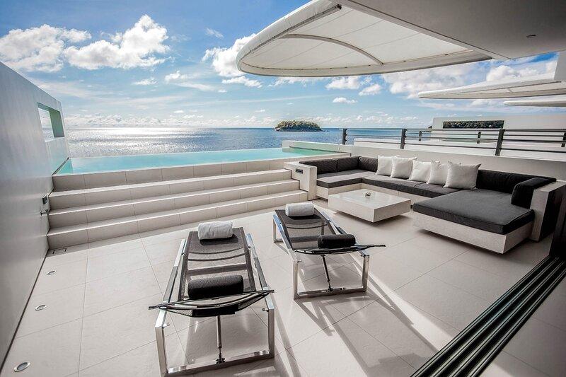 Kata Villa Sleeps 6 with Pool and Air Con - 5812043, casa vacanza a Kata Noi Beach