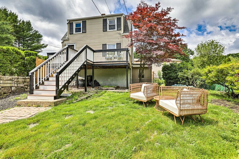 NEW! Charming Cottage with Deck < 2 Mi to Beach!, location de vacances à Beverly