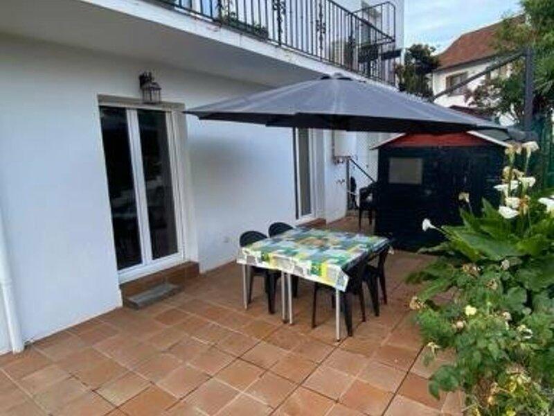 BEAU DEUX PIECES AVEC JARDIN, holiday rental in Irun