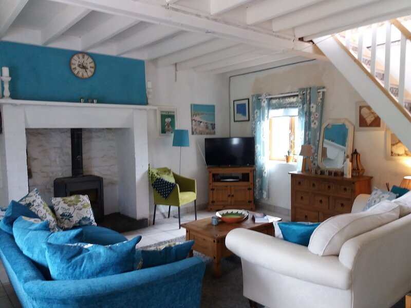 Charming Secluded French country cottage, holiday rental in Le Teilleul