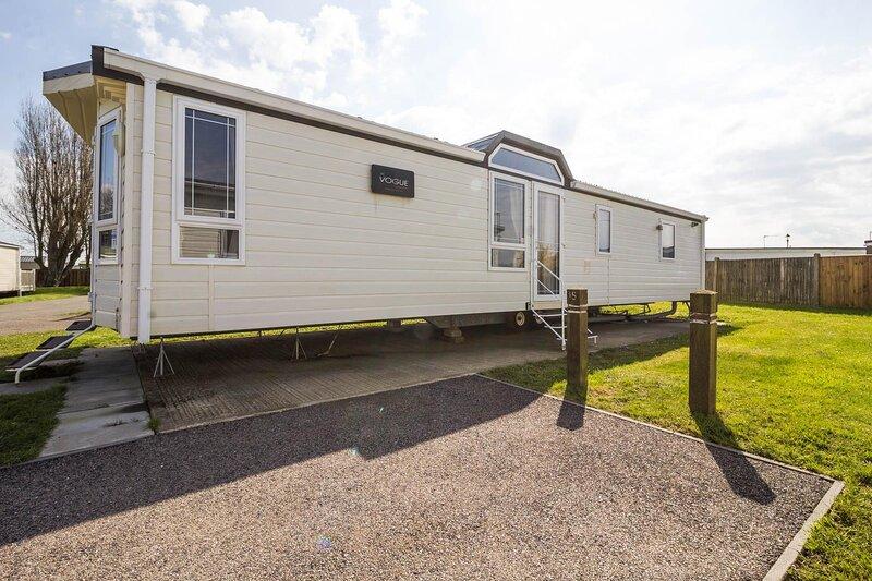 Brilliant 8 berth caravan for hire at California Cliffs in Scratby ref 50015KC, alquiler vacacional en Great Yarmouth