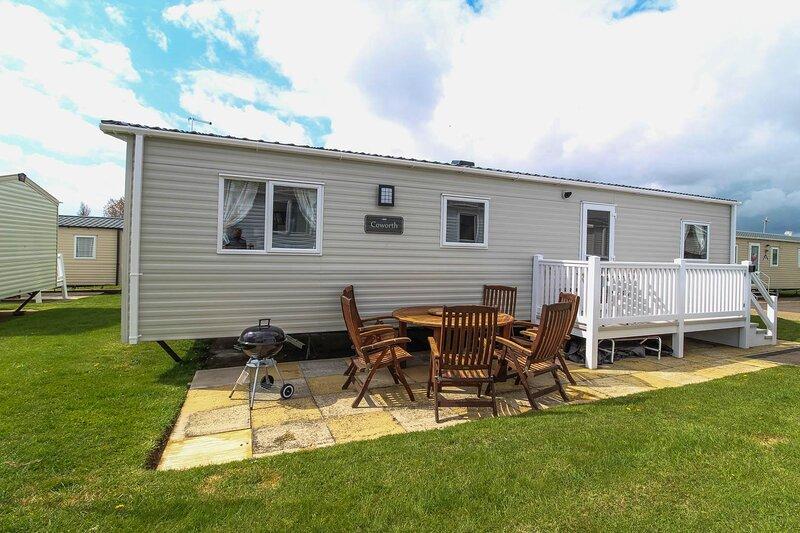 Brilliant 8 berth caravan for hire at Haven Hopton in Norfolk ref 80020F, holiday rental in Hopton on Sea