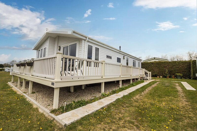 Luxury lodge at Breydon Water Holiday Park in Norfolk ref 10038B, holiday rental in Fritton