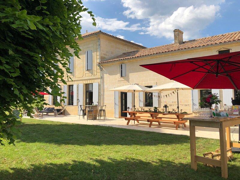 Château Le Conte gîte au coeur des vignes de Saint-Émilion, vacation rental in Saint-Jean-de-Blaignac