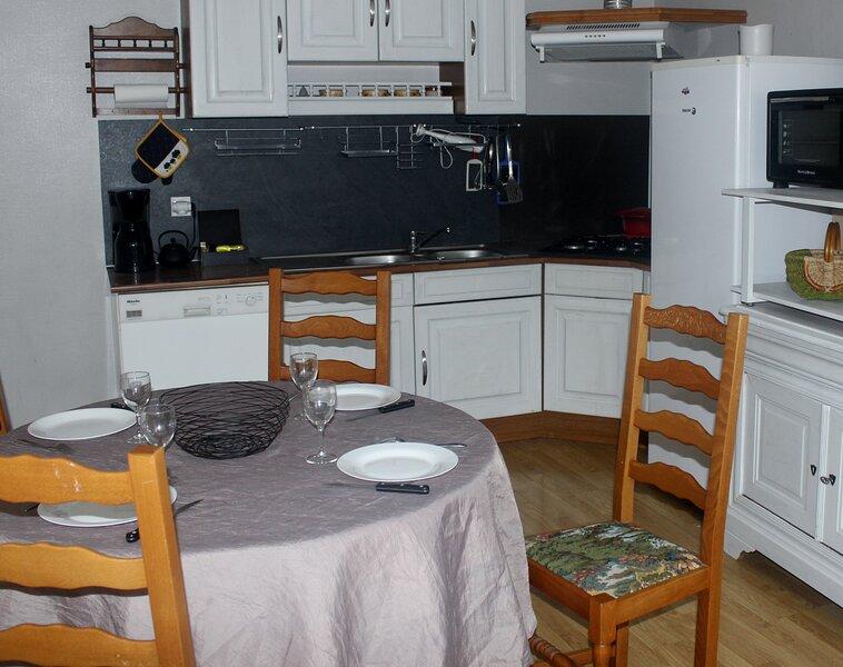 Logement entier calme Bayeux centre historique, 4 personnes 2 chambres cuisine, vacation rental in Bayeux