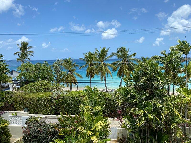 Tradewinds, Mullins Bay, 4 bed villa, 1 minute to Mullins Beach, location de vacances à Mullins