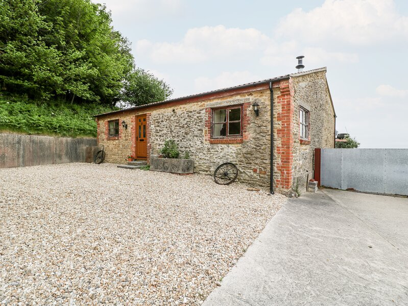 THE BARN detached, single-storey, woodburning stove on a working farm in, vacation rental in Seaborough