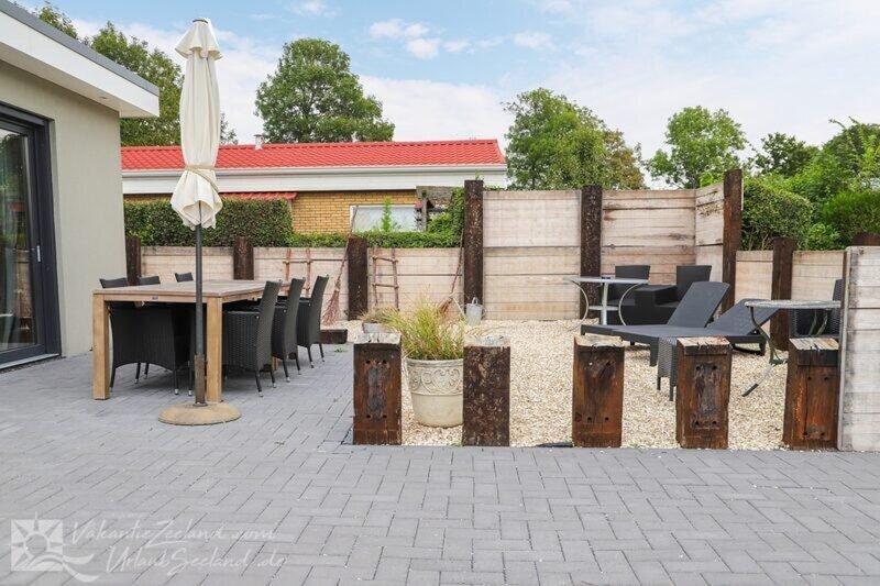 Stijlvol ingerichte bungalow in Baarland, holiday rental in Baarland