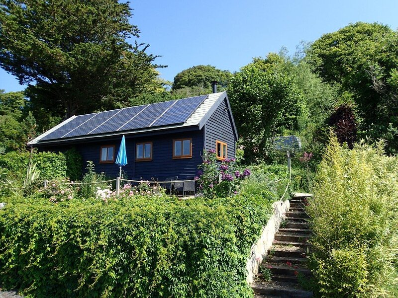 Rose Lodge, Eco Lodge with Hot Tub, holiday rental in Somerton