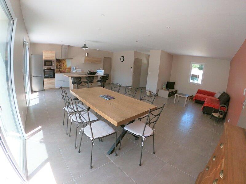 Villa avec piscine privative au coeur du Lubéron, holiday rental in Roussillon