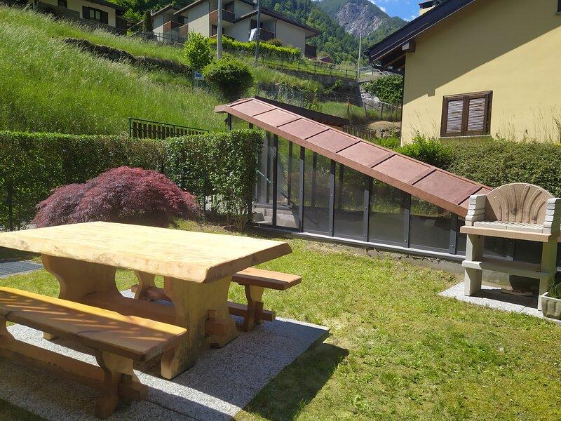 bilocale con giardino e box privato ideale per sciare e camminare, vacation rental in Caspoggio