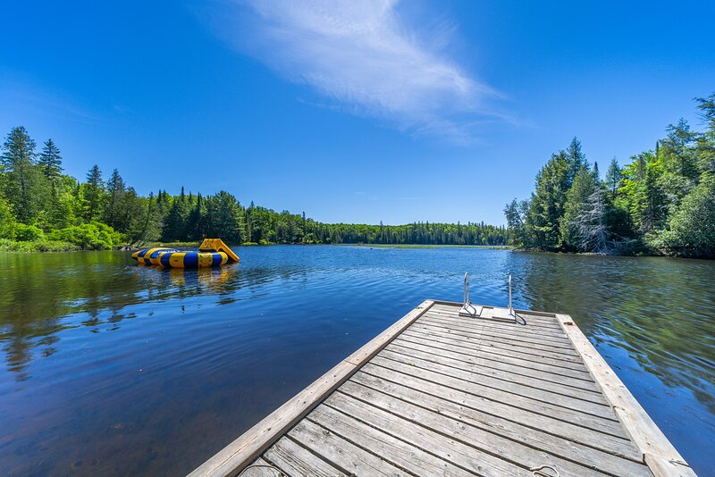 Simply Comfort. Lakeside Grizzly Lodge w/ Hot Tub, Sauna, Private Beach, holiday rental in Kearney
