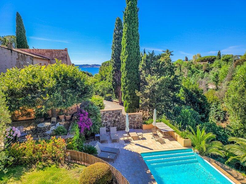 1353152 villa 3 bedrms plus indep.studio, beach 200 meters, heated pool 11 x 4.5, casa vacanza a Ste-Maxime