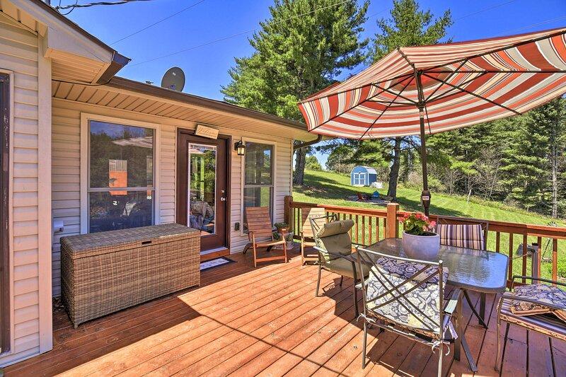 Nature Escape in Wytheville w/ Covered Porch!, aluguéis de temporada em Draper