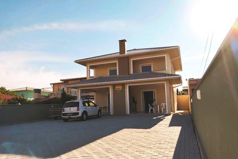 Casa na praia em SC com Wi-Fi e churrasqueira, holiday rental in Guarda do Embau