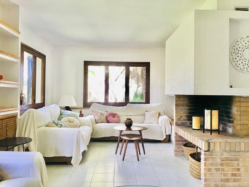 Villa familiar con grandes espacios y cerca de la playa, casa vacanza a Bonastre