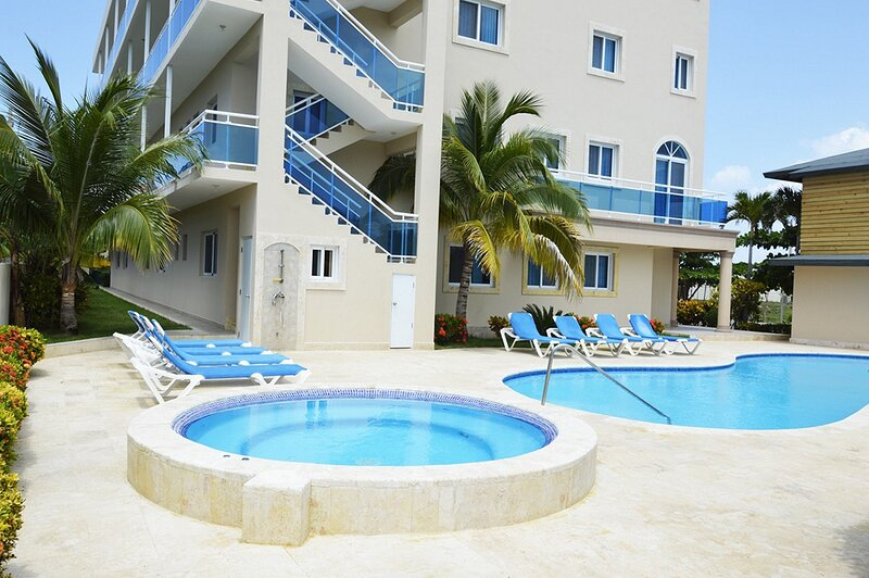 2BD sea-views duplex, oceanfront residence with pool, A/C, cable TV, internet, holiday rental in Gaspar Hernandez