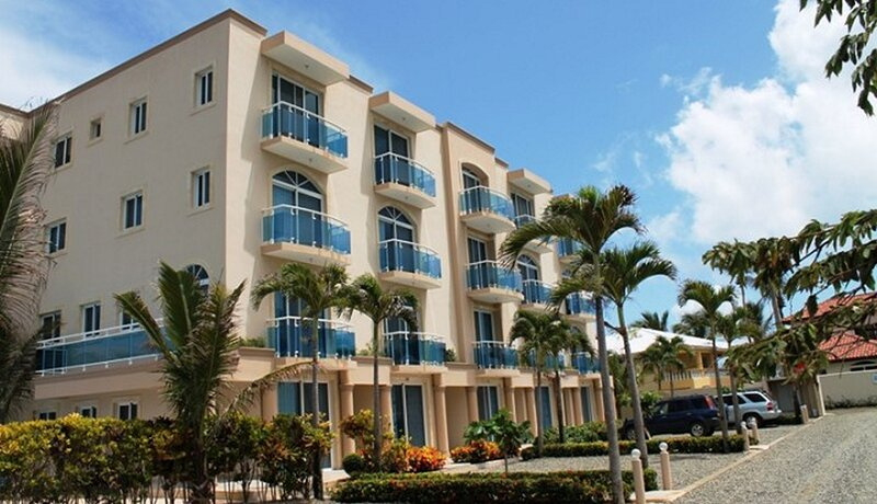 2-floor condo with balcony and sea views in oceanfront residence, vacation rental in Espaillat Province